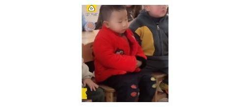 """""""瞌睡""""宝宝火了!幼儿园上课狂打瞌睡,网友:像极开大会的样子"""