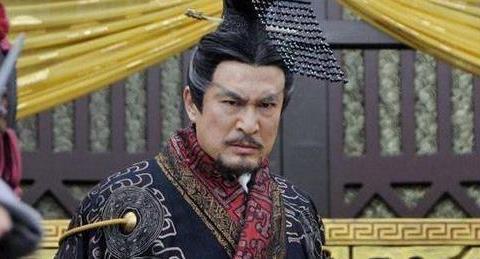 此武将熬死了秦始皇,熬死了八任皇帝,最终登基成为一代帝王