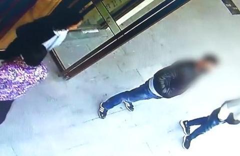 小偷偷手机溜走,一小时后撞见失主,还没有反应过来就被生擒