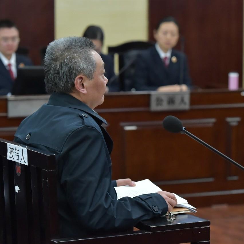 涉嫌受贿罪、滥用职权罪,贵州独山县原县委书记潘志立出庭受审