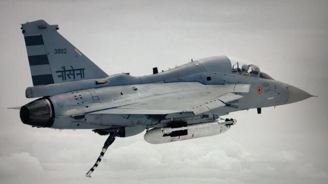 LCA光辉战机35年磨一剑,再推出舰载机版本,印度海军有更高目标