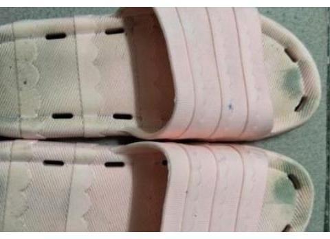 夏天刚到,才发现去年的凉拖鞋还没洗?学会这招,轻松把它洗干净