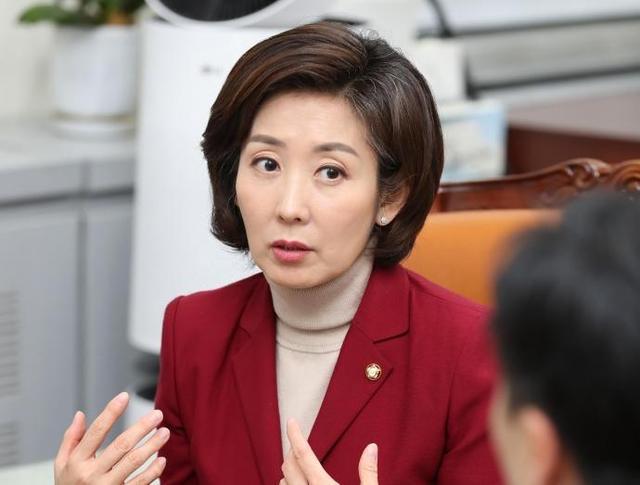 自由韩国党党首黄教安和党鞭罗卿媛,谁出选下届总统可能性大?