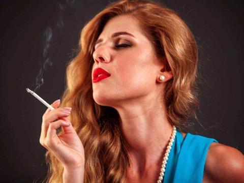 晨起爱吸烟的人,若身体出现这3个现象,也许是脑梗,别大意