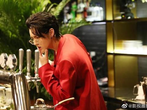 吴亦凡红色西装眼镜杀,这颜值太绝了,惊到你了吗?