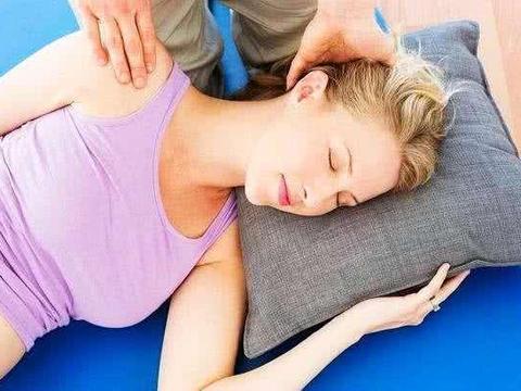 孕期一定要左侧睡?这3种睡眠方式要禁止,可导致胎儿发育迟缓
