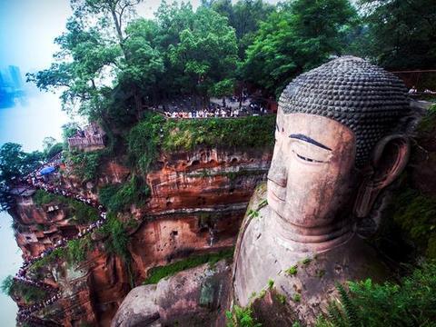 全球最大的佛像有多大?光脚面就能坐上百人,发髻多达1051个