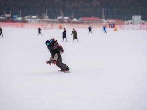 新疆丝绸之路滑雪场,坐落在天山山脉的国际滑雪场!