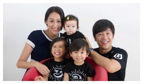 48陈浩民全家生活近照曝光,儿女可爱,妻子容貌变化大