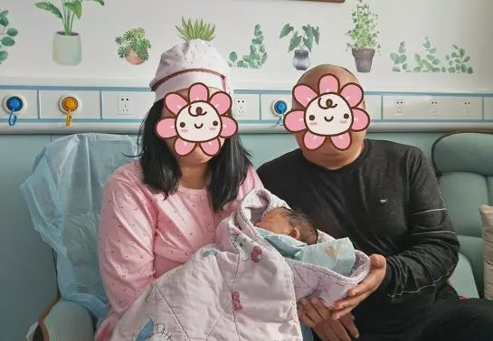 备孕十年没怀上,女子肚子疼去医院看病,医生竟说她快生了!