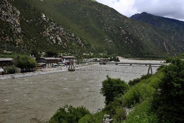 318国道旁有一座千年古镇,在清末就已是西藏经济文化交通的重镇