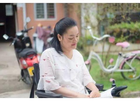 """轮椅上的""""电台主播""""林雨青:用网络声音陪伴听友"""