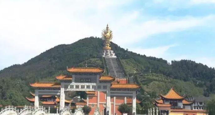 世界最大千手观音像, 高99.19米, 周身三层镀金, 能抗8级地震