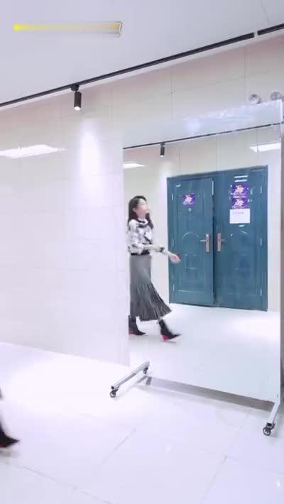 嗨唱彩蛋:自嗨玩梗~气场女王Ella陈嘉桦表演如何get嗨唱最大的舞台魅力!