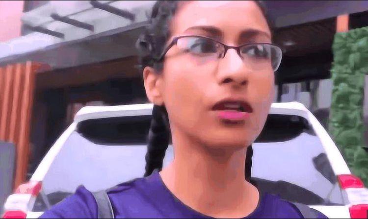 印度富婆体验中国高铁,进入车厢后却很生气:全都是骗人的!