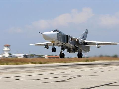 在叙利亚上空,俄罗斯Su-35起飞拦截以色列战机