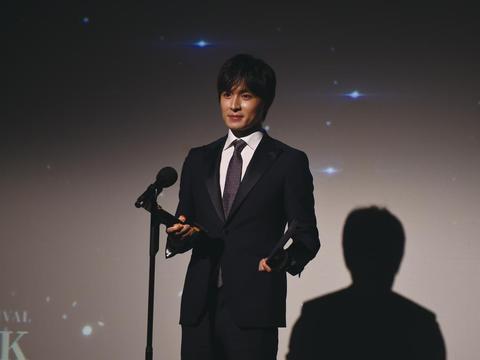 """2019美国亚洲影视节 高泰宇荣膺""""金橡树奖""""最具潜质男演员"""
