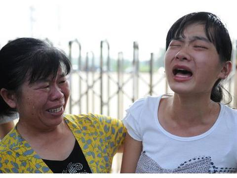 """""""你为啥这么自私""""两娃同时遇难,妈妈救自己孩子,对方妈妈怒了"""
