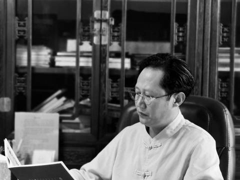 著名书法家沙威义务为市文联考级老师讲授书法