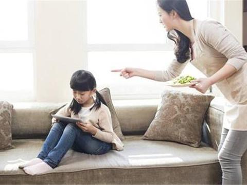 """""""当众揭孩子短""""教育方式,很多中国父母都在用,却伤孩子很深"""