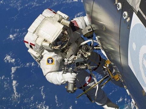 美国并不坚不可摧,空间站宇航员发现漏洞,稍不慎便有生命危险!