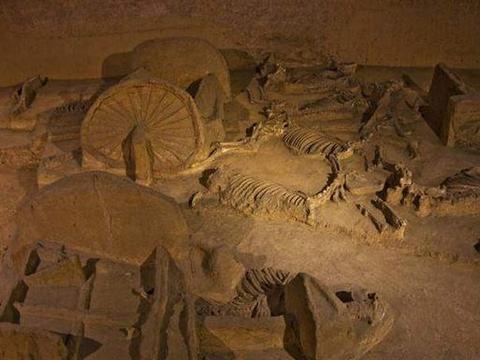商朝殉葬坑里尸体成山,这样大规模的人殉,史册为啥没有记载?
