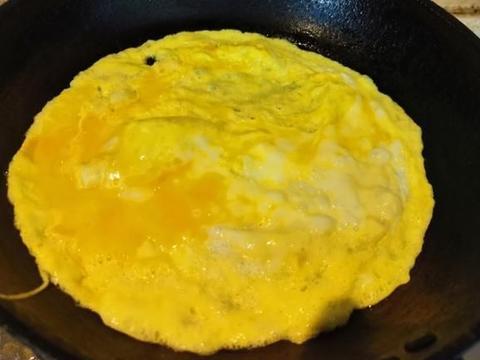 鸡蛋这样汤做可以让汤的颜色变得黄灿灿的!