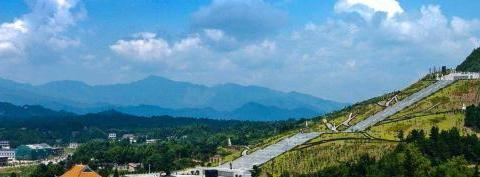 世界最大千手观音像,高99.19米,周身三层镀金,能抗8级地震
