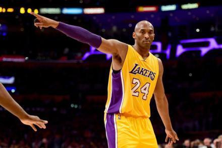 进NBA后谁球风转变最大?姚明逐年变强硬,科比从单挑王变组织者
