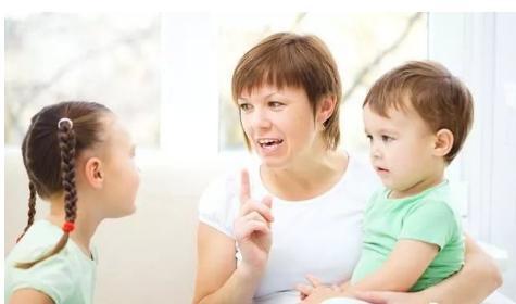 家长的一些语言会深深伤害自己的孩子