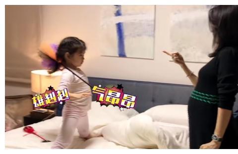 章子怡晒女儿练习跆拳道,醒醒身手敏捷,二胎也在肚子里踢妈妈