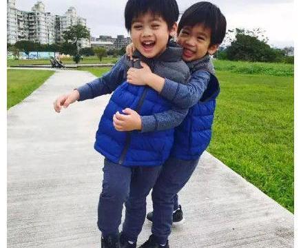 林志颖儿子Kimi长大啦!10岁身高到妈妈肩膀,被赞帅气长腿欧巴
