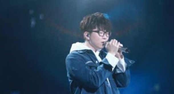 毛不易新专辑主打歌《二零三》,以前在《明日之子》现场演唱过
