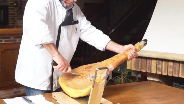 是的百年地道美食,起源于法国本土西南部地区,食材的来源单一