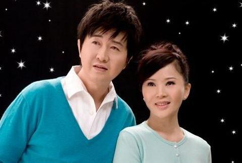 她曾嫁给侯耀文,还被付笛生宠爱了四年,独自抚养三个孩子长大