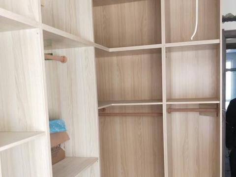 装修不要用免漆板做衣柜了,老木工告诉你,用久了就知不实用了
