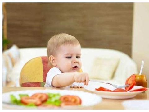 宝宝爱哭闹还流口水,说明要添加辅食了,除了米粉还可以吃这三种