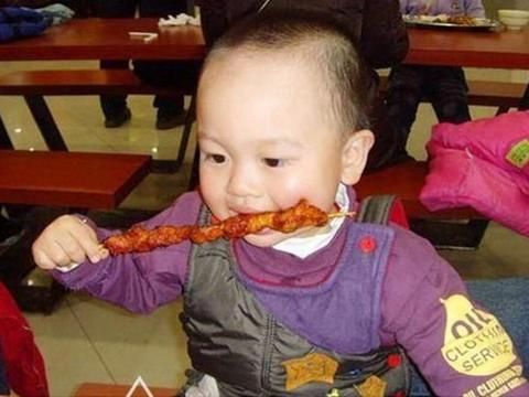 """1岁宝宝求放过:妈妈,4种辅食别再喂了,脾胃要""""罢工""""了"""