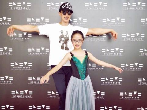 吴尊9岁女儿痴迷芭蕾舞,当她劈腿那一瞬间,粉丝看后都懵了