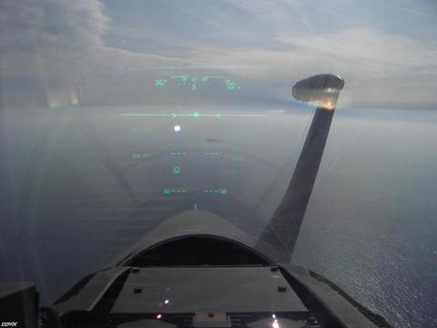 剑拔弩张!希腊空军战斗机近距离锁定土耳其海军护卫舰画面曝光