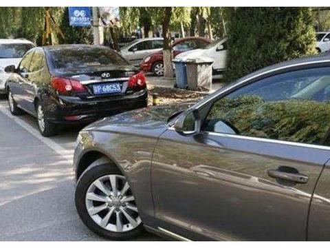 为何国内停车把方向盘回正,美国人却习惯打歪?专家给出解释