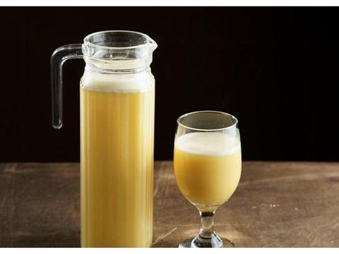 这道用玉米和牛奶做出来的饮品,能增强孩子的记忆力,还能长高个
