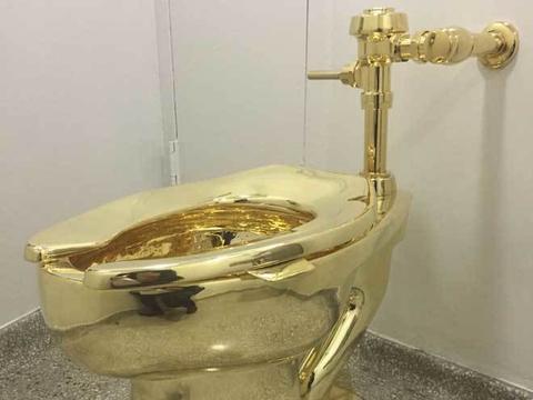 """真正奢侈品,黄金坐便马桶,""""土豪""""的上厕所体验,一拉值千金"""