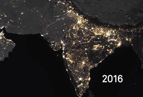 NASA拍了一张地球夜景图,看完表示很纠结,印度的改变巨大