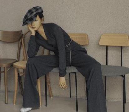 张子枫万茜合拍杂志,妹妹依偎在姐姐身边,这是什么神仙合体?