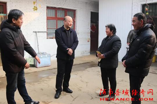宛城区委常委 政法委书记刘洪涛一行到溧河乡看望慰问贫困群众