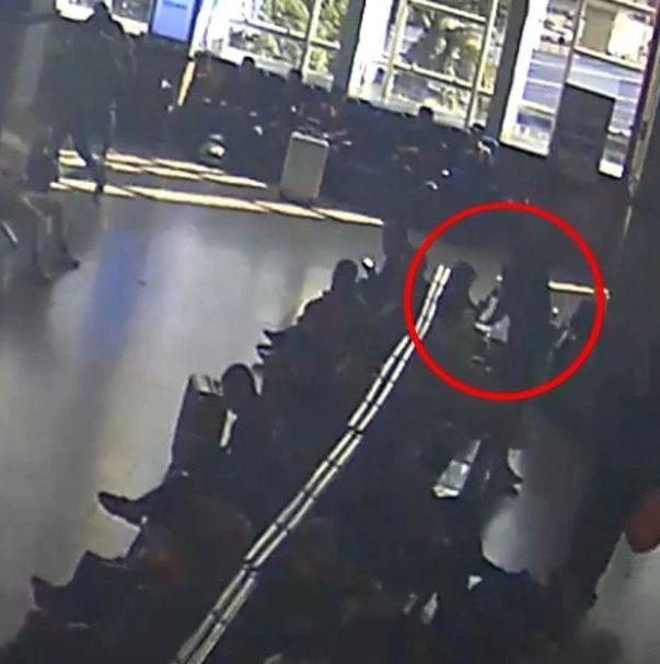 行拘!男子在南宁火车站内乞讨,被拒后竟划坏旅客手机!
