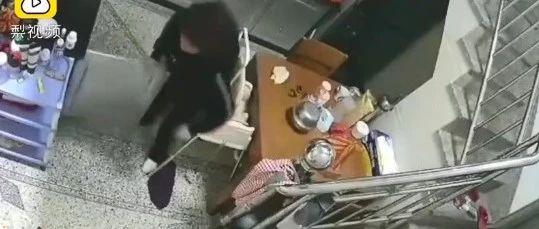妈妈刚抱孩子离开一秒厨房爆燃 监控拍下惊险瞬间…