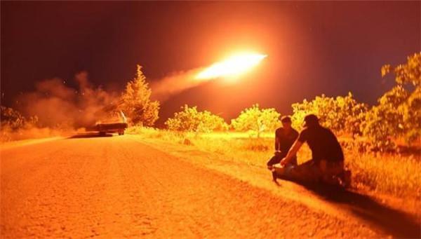 叙利亚御林军太不争气!叛军猛烈袭击,战火激烈老虎师死伤惨重