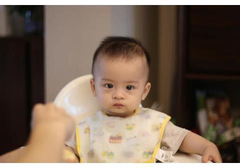 """10个月宝宝能每顿都""""吃点肉""""吗?生长特点及喂养注意,家长了解"""